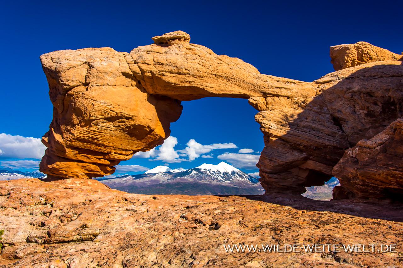 Tukuhnikivats-Arch-Behind-the-Rocks-Moab-Utah-29 Tukuhnikivats Arch - Moab [Utah]