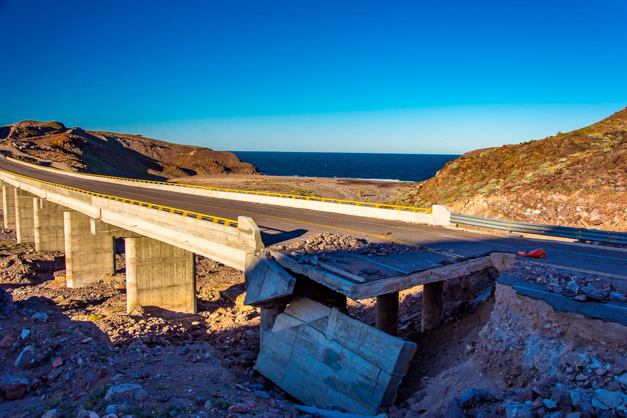 Ausgewaschene-Strasse-Mex-5-Baja-California-Nord-2 Grenze USA - Mexico / Mexiko in Mexicali & Fahrt auf der Straße Mex # 5 [Baja California Norte]