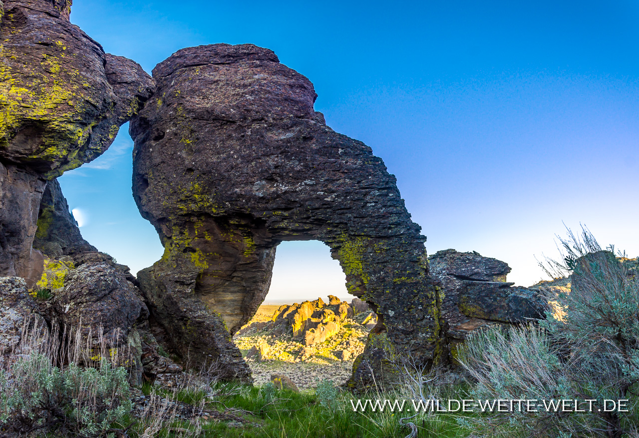Balsamroot-and-Hoodoos-Little-City-of-Rocks-Gooding-Idaho-8 Arches of Little City of Rocks & City of Rocks [Idaho]