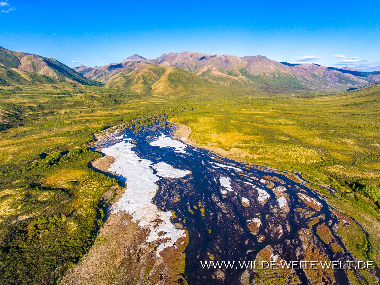 Tombstone-Mountains-und-North-Klondike-River-Tombstone-Territorial-Park-Dempster-HIghway-Yukon-7 Dempster Highway nach Tuktoyaktuk: Landschaften / Landscapes [Dempster]