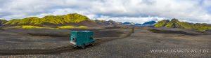 Schwarze-Lavawüste-mit-moosbewachsenen-Bergen-Langisjör-F235-Vatnajökull-National-Park.-Island-300x83 Schwarze Lavawüste mit moosbewachsenen Bergen