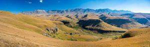 Drakensberge-Giants-Castle-Nature-Reserve-Ukhahlamba-Drakensberg-Park-Kwazulu-Natal-Suedafrika-3-300x95 Drakensberge