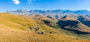 Drakensberge-Giants-Castle-Nature-Reserve-Ukhahlamba-Drakensberg-Park-Kwazulu-Natal-Suedafrika-4-300x141 Drakensberge