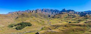Swiman-Rock-mit-Rhino-Peak-Mashai-und-Wilson-Peak-Garden-Castle-Nature-Reserve-Ukhahlamba-Drakensberg-Park-Kwazulu-Natal-Suedafrika-2-300x115 Swiman Rock mit Rhino Peak, Mashai und Wilson Peak